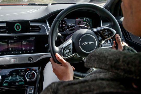 Nove-tehnologije-kompanije-Jaguar-Land-Rover-pomažu-u-redukovanju-stresa-2