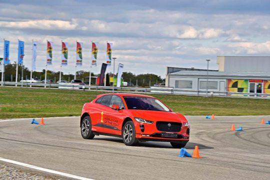 Predstavljen-novi-potpuno-električni-Jaguar-I-PACE-33