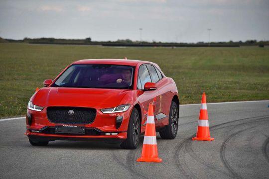 Predstavljen-novi-potpuno-električni-Jaguar-I-PACE-43