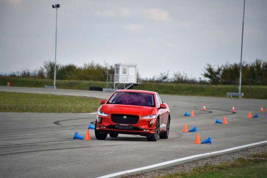 Predstavljen-novi-potpuno-električni-Jaguar-I-PACE-45