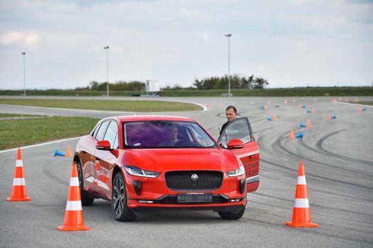 Predstavljen-novi-potpuno-električni-Jaguar-I-PACE-47