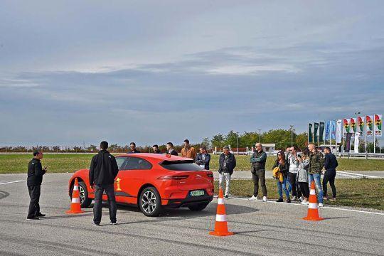 Predstavljen-novi-potpuno-električni-Jaguar-I-PACE-8