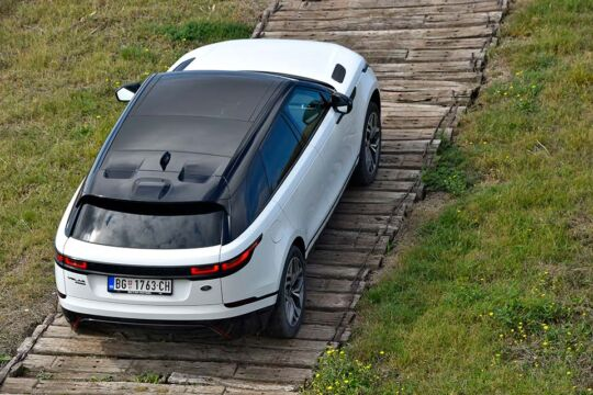 Predstavljen-novi-potpuno-električni-Jaguar-I-PACE-95